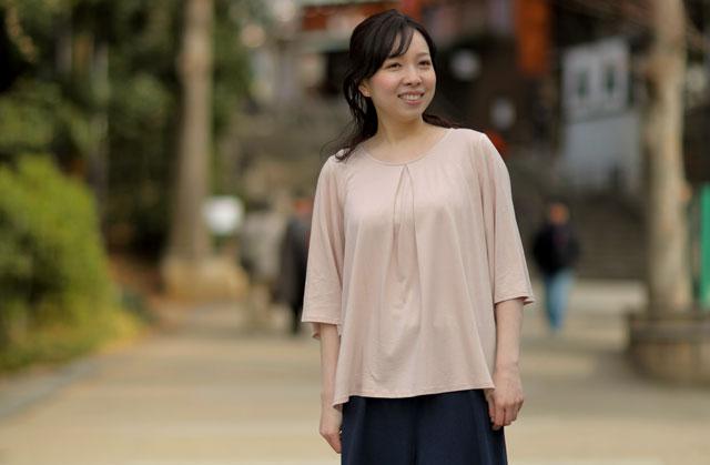 TAKEFU(竹布)のフレアーシリーズは、ナチュラルなカラーで風に揺れるドレープをまとう