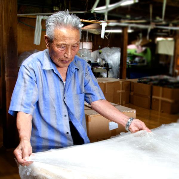 絹の手引き真綿(まわた)歴70年の名工 北川茂次郎氏